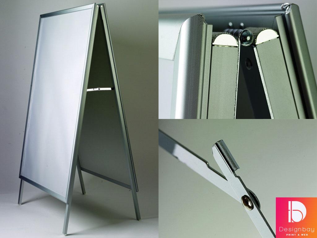 Porte-affiche, structure aluminium avec film de protection PVC