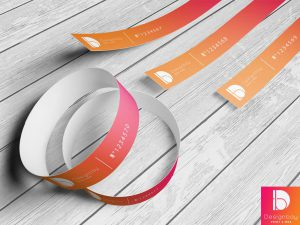 Bracelet de contrôle synthétique avec attache adhésive